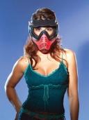 девушка в пейнтбольной маске
