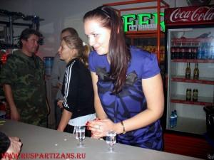 """Барная стойка с """"подарочными"""" напитками"""